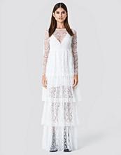 Sahara Ray x NA-KD Long Sleeve Lace Dress vit