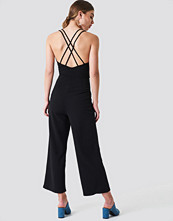 NA-KD Party Double Strap Jumpsuit