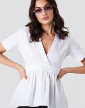 NA-KD Trend V-Neck Short Sleeve Shirt
