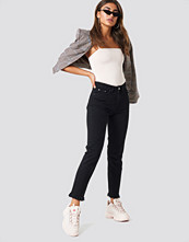 NA-KD Trend Fray hem Jeans