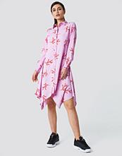 NA-KD Asymmetric Midi Shirt Dress - Vardagsklänningar