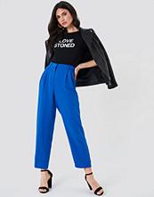NA-KD Classic Loose Fit Suit Pants blå