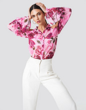 NA-KD Flounce Sleeve Cold Shoulder Shirt rosa
