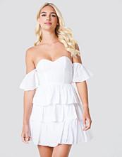 Linn Ahlborg x NA-KD Off Shoulder Triple Layer Dress