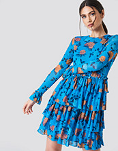 NA-KD Boho Mesh Flounce Short Dress blå