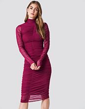 NA-KD Party Ruched Mesh Dress - Midiklänningar