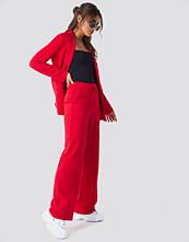 NA-KD Classic Wide Leg Tailored Pants röd