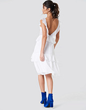 NA-KD Boho Deep Back Frill Chiffon Dress vit