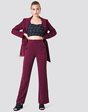 NA-KD Classic Wide Leg Tailored Pants röd lila