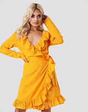 NA-KD Boho Dotted Frill Dress gul