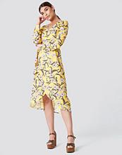 Rut&Circle Flower LS Wrap Dress - Midiklänningar