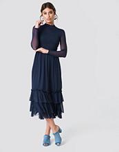 NA-KD Boho Mesh Frill Dress blå