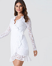 NA-KD Boho Wrap Front Lace Dress vit