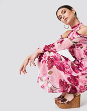 NA-KD Boho Cold Shoulder High Neck Midi Dress multicolor
