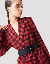 NA-KD Accessories Rectangular Buckle Waist Belt - Bälten och skärp