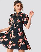 Trendyol Closet Binding Detail Dress - Miniklänningar