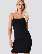 NA-KD Party Spaghetti Strap Dress svart