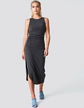 NA-KD Trend Side Ruching Dress - Midiklänningar