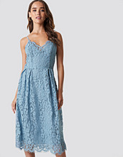 NA-KD Trend Scalloped Edge Lace Dress - Midiklänningar