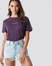 NA-KD Bad Habits Oversized Tee lila