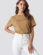 NA-KD Trend Game Over Oversized Tee beige