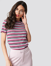 NA-KD Babylock Striped Tee lila