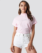 NA-KD Trend Nothing Personal Cap Sleeve Top rosa