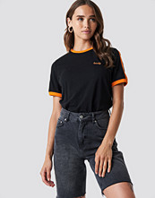 NA-KD Lovely Embroidery Tee svart