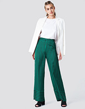 NA-KD High Waist Wide Striped Pants grön