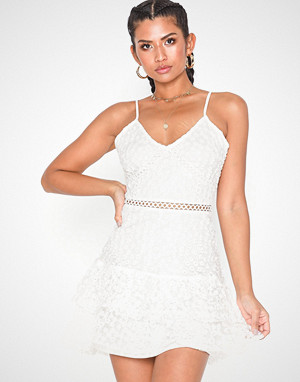 Parisian kjole, Lace Crochet Hem Mini Dress