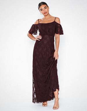 NLY Eve kjole, Dream Off Shoulder Lace Gown Fudge