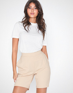 NLY Trend shorts, Long Tailored Shorts
