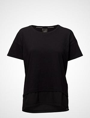 Peak Performance T-skjorte, W Techdrt T-shirts & Tops Short-sleeved Svart PEAK PERFORMANCE