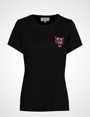 By Malina T-skjorte, Tiger Tee T-shirts & Tops Short-sleeved Svart BY MALINA