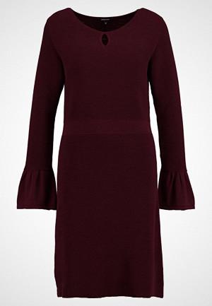 More & More kjole, Strikket kjole ruby wine