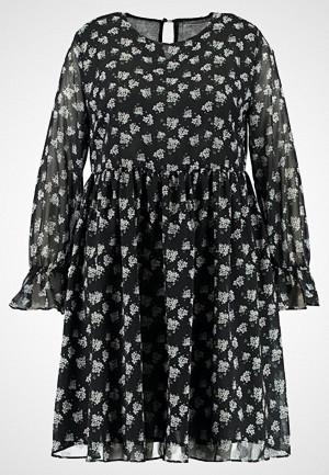 Glamorous Curve kjole, LONGSLEEVE DRESS WITH BELL SLEEVES Sommerkjole black blossom