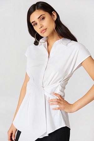 NA-KD Classic skjorte, Tied Waist Cap Sleeve Shirt vit