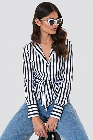 NA-KD Trend skjorte, Tied Waist Striped Shirt svart