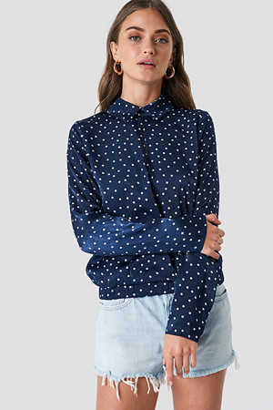 NA-KD bluse, Front Cut Out Dotted Top blå