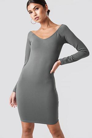 Nicki x NA-KD kjole, Off Shoulder Fitted Dress grå